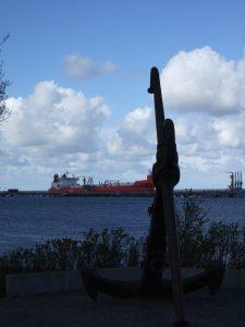 Blick auf den Löschkopf des Ölhafens