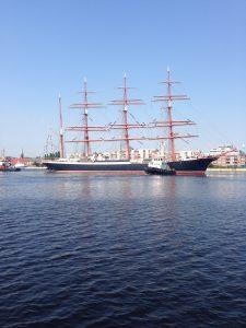 Die Sedov (russisch Седов, im Deutschen auch unter der Transkription Sedow bekannt), ex Kommodore Johnsen (1936) ex Magdalene Vinnen II (1921), ist eine aus Stahl gebaute Viermastbark (Segelschiff) mit Hilfsmaschine (sog. Auxiliarsegler), das von der Sowjetunion und heute von Russland als Segelschulschiff genutzt wird. Sie wurde nach dem russischen Marineoffizier und Polarforscher Georgi Jakowlewitsch Sedow benannt. Die Sedov ist das größte noch segelnde traditionelle Segelschiff der Welt und das zweitgrößte überhaupt, übertroffen nur vom Neubau Royal Clipper.